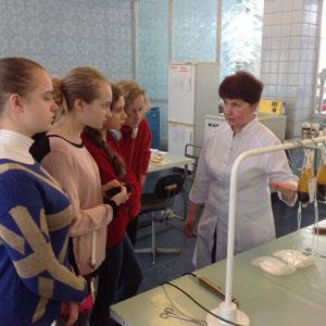 На Дніпропетровській обласній станції переливання знову провели екскурсію для школярів