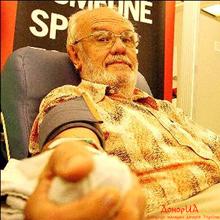 Людина із золотою рукою - найвідоміший донор у світі